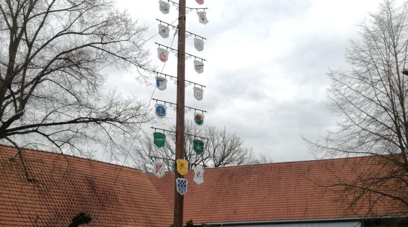 Der Maibaum steht – ein Zeichen der Hoffnung für die ganze Gemeinde!